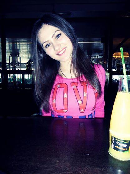 Layanah, 19 cherche un plan d'une soiree