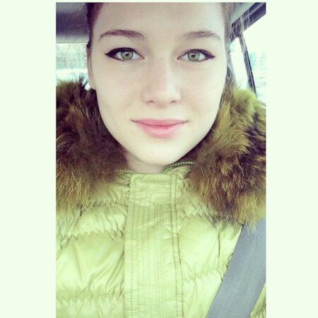 Erin, 20 cherche chat coquin et plus si affinité